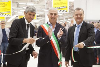 Tagio nastro con Ferrari, sindaco Rapisarda e Bonucci