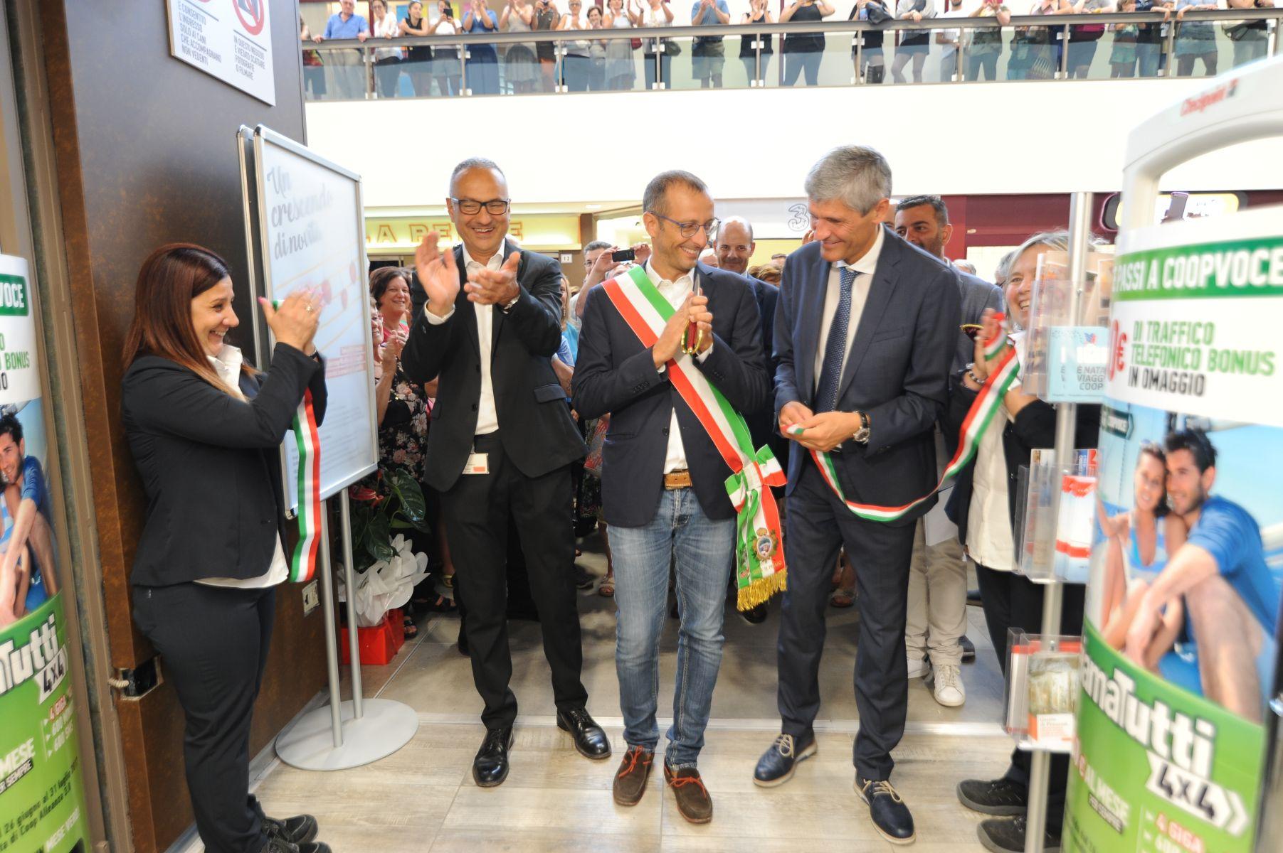 Coop Alleanza 3 0 Ha Inaugurato A Pesaro L Iper Miralfiore Rinnovato