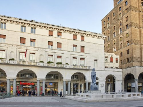L'insegna ITALMARK ritorna – a 24 anni di distanza – in Piazza Vittoria a Brescia